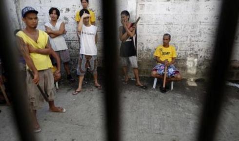 Filipino Spirit: Prisoners Escape During Typhoon, Help Their Families, then Return to Prison