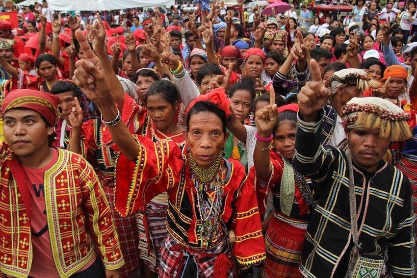 Controversy over Indigenous Lumads Tests Power of Social Media and Resolve of  #AlDub Nation