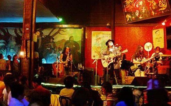 An American Discovers Freddie Aguilar and the Hobbit House in 1986 Manila